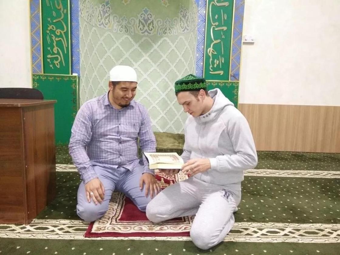 Ислам дінін қабылдаған шымкенттік орыс жігіті қажылыққа аттанбақ