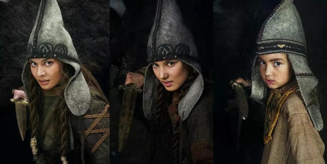 Лия Фомина в костюме и в гриме, крайняя справа