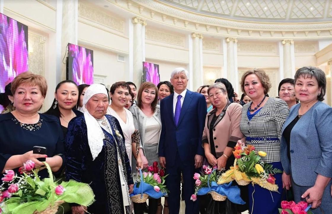На торжественном приеме в честь 8 марта приняли участие 200 активных женщин