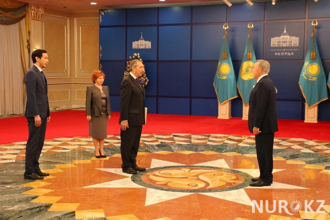 Посол Италии оказался самым счастливым на встрече с Назарбаевым (фото)