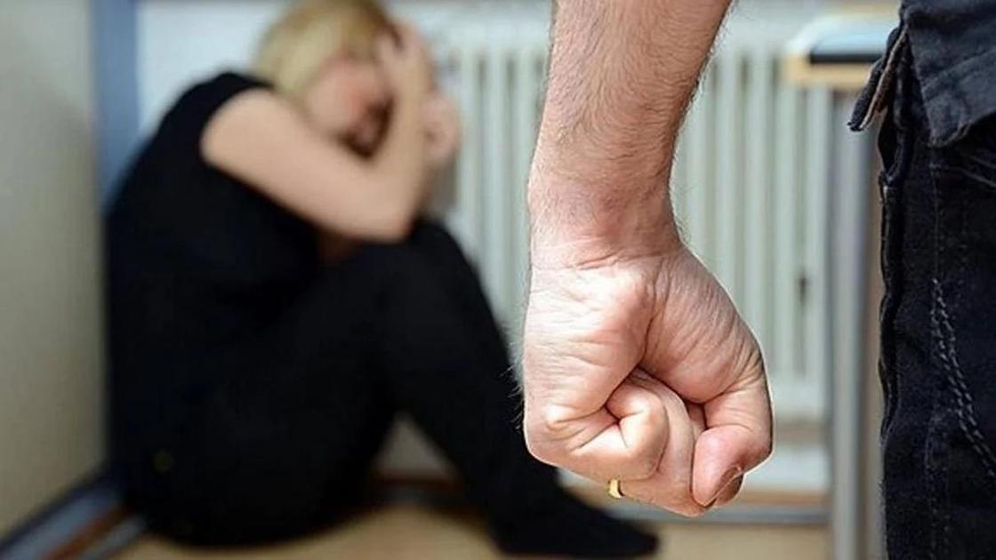 Мужчина забил сожительницу до смерти после ссоры с прохожими в ЮКО