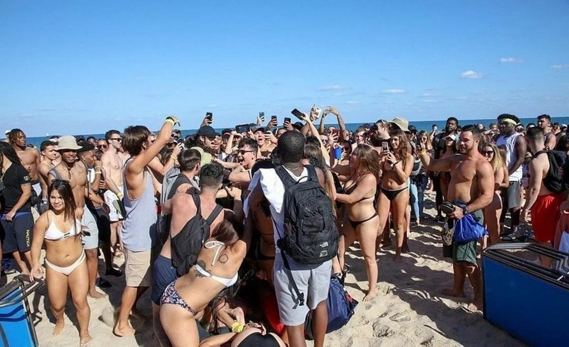 Флориду оккупировали пьяные развратные студенты