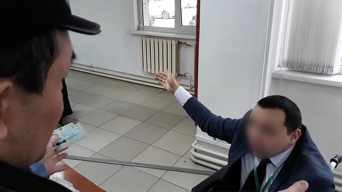 Алматинцы пожаловались на искусственную волокиту в ЦОНе