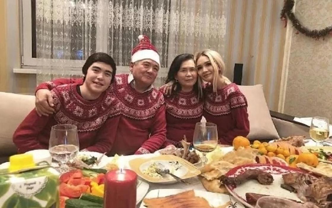 Айжан Байзакова с семьей. Фото: Instagram