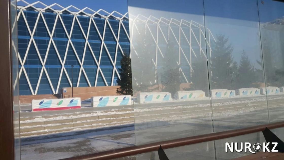 Астанада бет қаратпайтын аяздан әйнектер шытынап, сынып жатыр (фото)