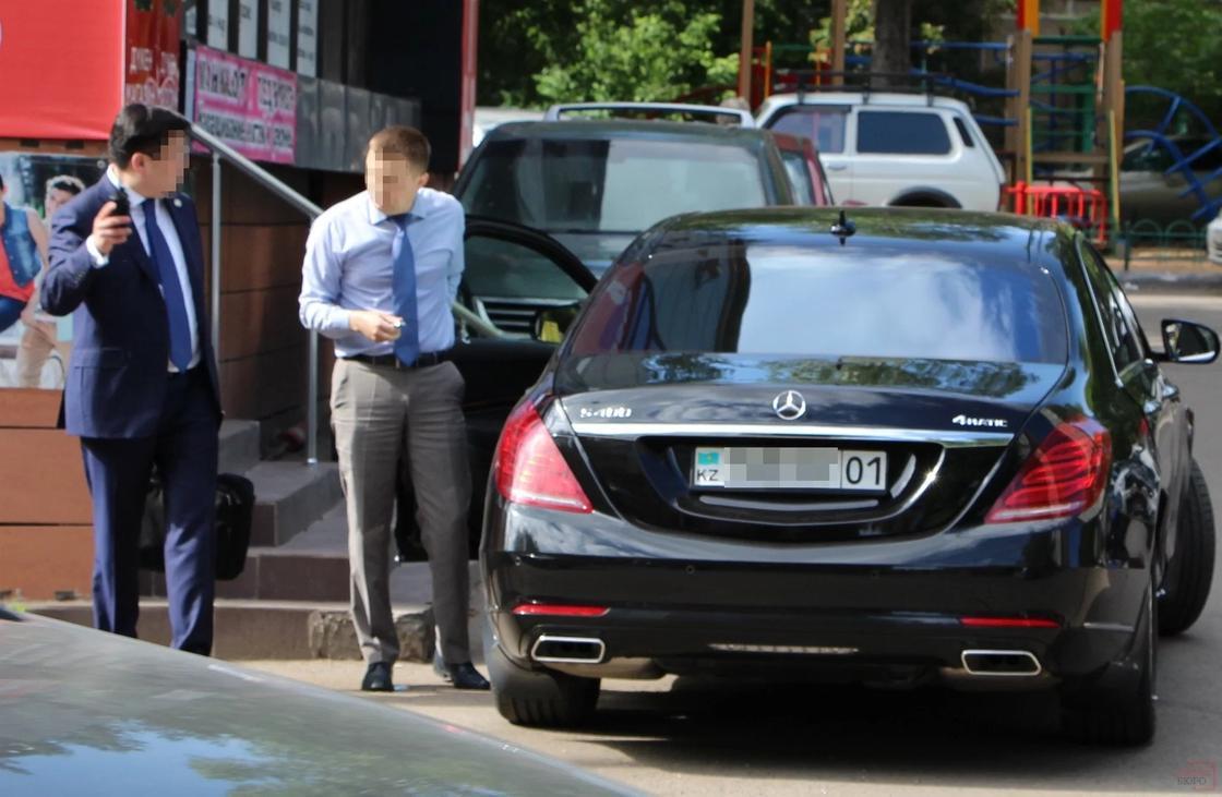 Шпекбаев разъяснил, могут ли чиновники ездить на служебных авто на обед