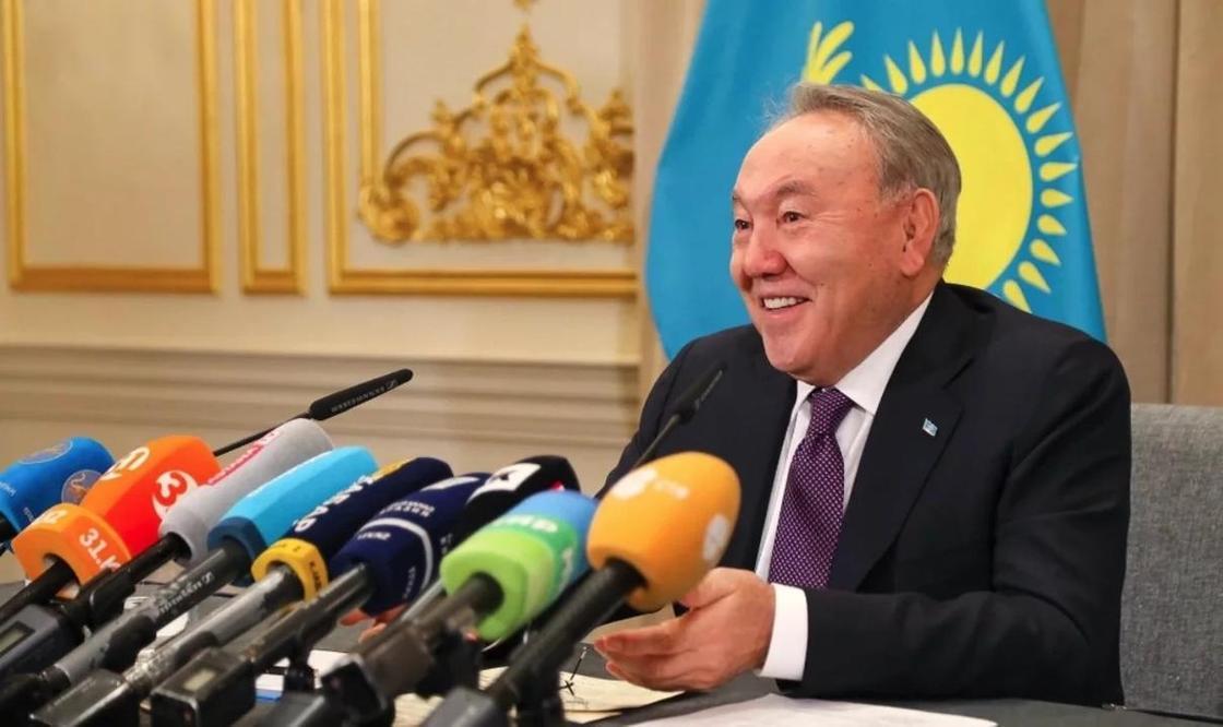 Назарбаев рассказал анекдот про женщину на рыбалке