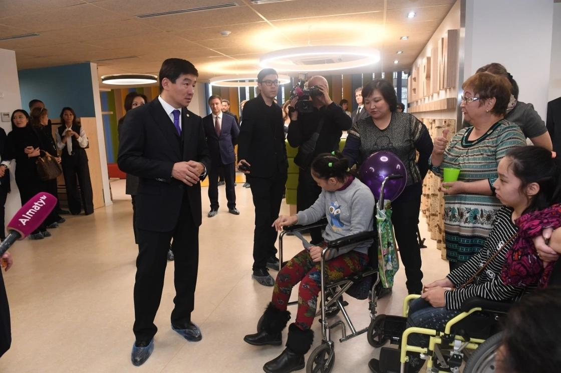 Реабилитационный центр для детей с ограниченными возможностями открыли в Алматы