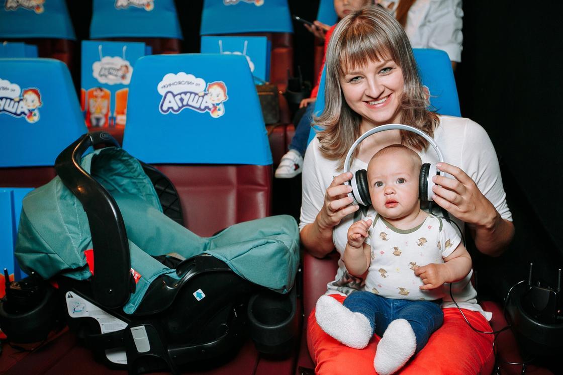 В Алматы открылся специальный кинозал для мам с маленькими детьми