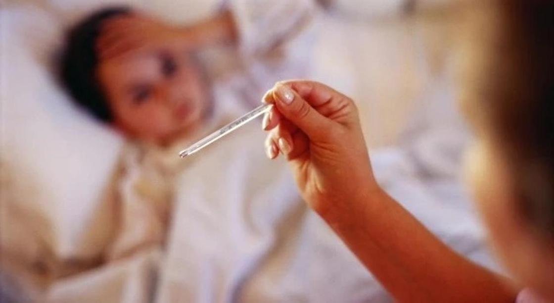 «Скончался в течение 4 часов»: врачи о ребенке с менингитом в Алматы
