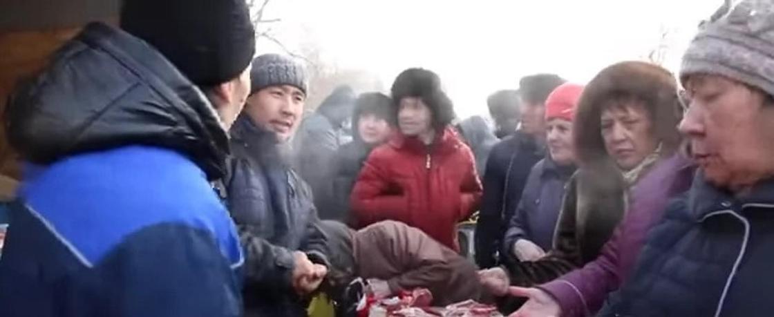 Орал қаласында сатылған арзан бағадағы етке тұрғындар таласып қалды (видео). Фото: Мой город