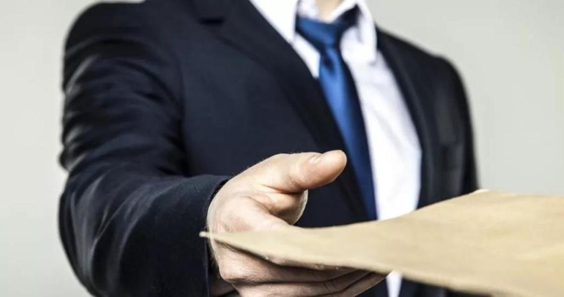 Замглавы Управления координации занятости осужден за взятку в ЮКО