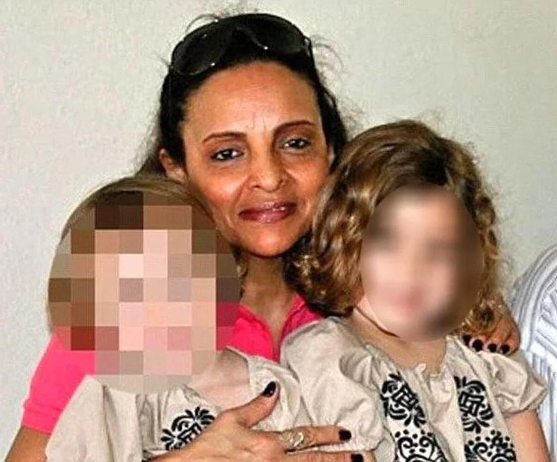 Няня зарезала двух малышей и дожидалась их мамы, чтобы посмотреть на её лицо