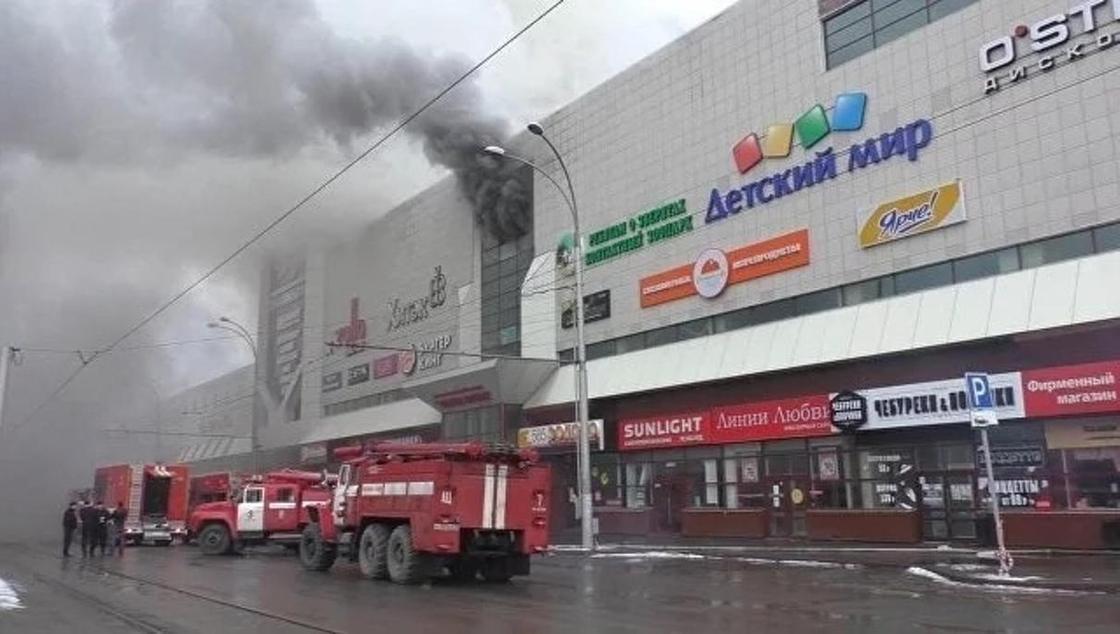 Число погибших при пожаре в кемеровском ТРЦ достигло 37 человек