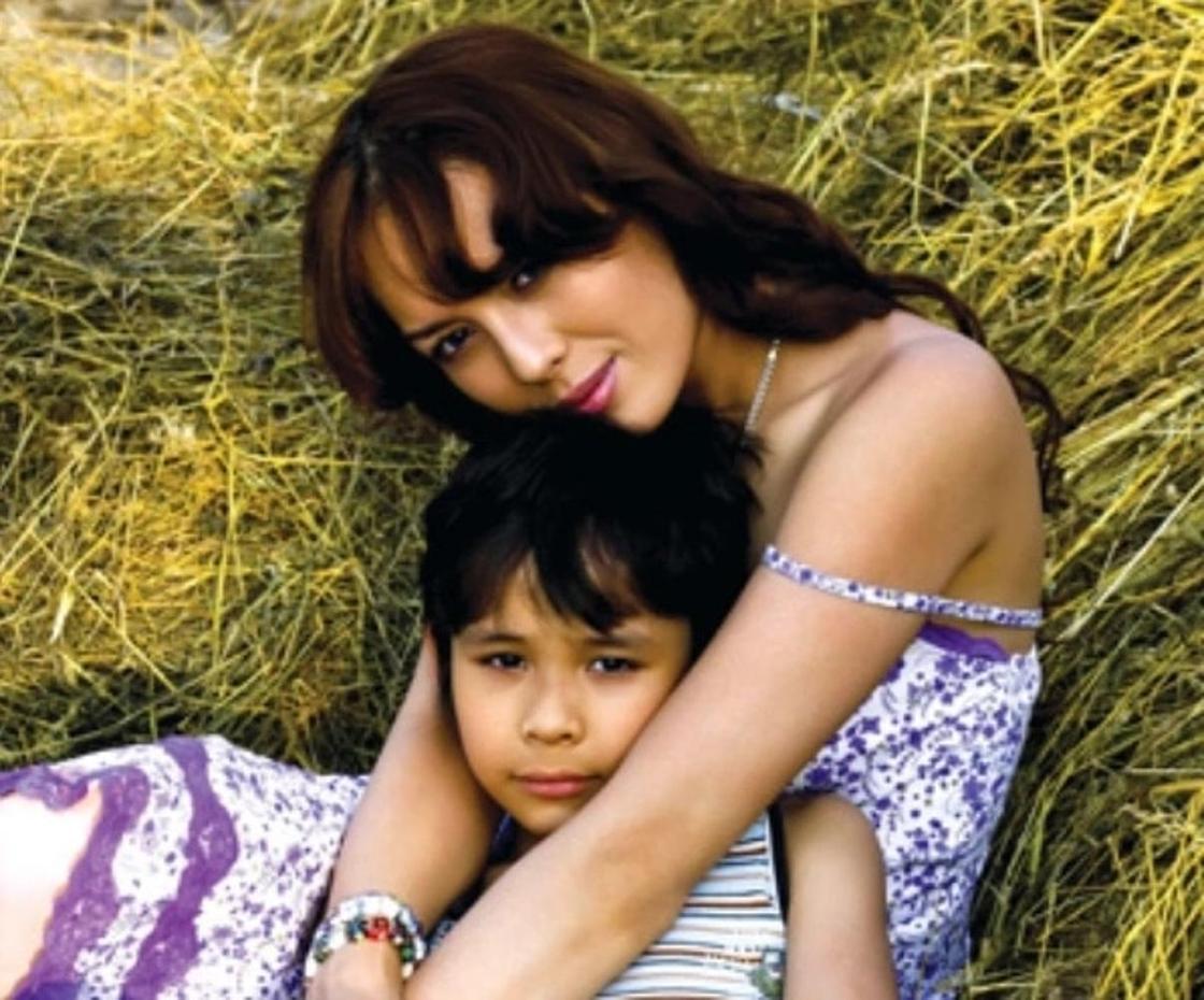Линда Нигматулина с сыном. Фото: comode.kz