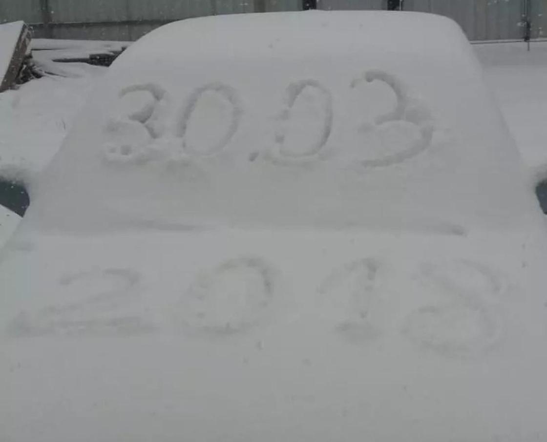«58 февраля»: Мощный снегопад обрушился на Караганду (фото, видео)