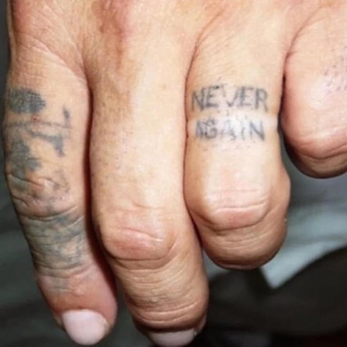 Наглядно о том, что будет с татуировками в старости