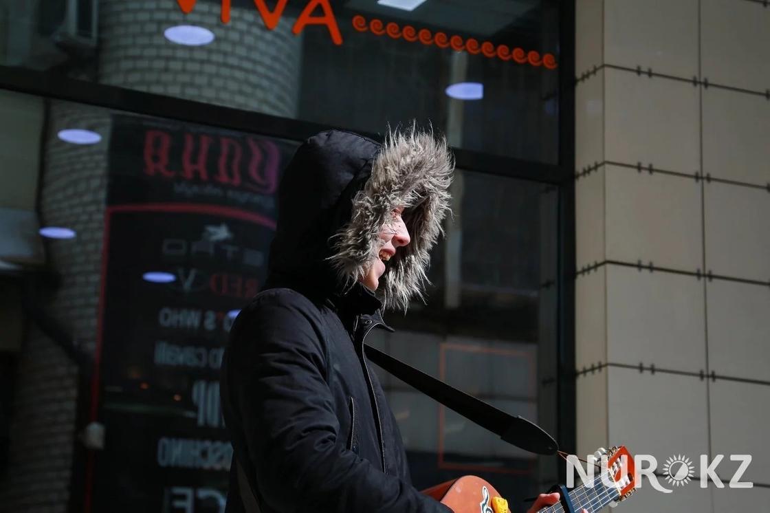 """08.04 """"Хочу быть как Скриптонит"""": уличные музыканте в Караганде рассказали о заработках"""