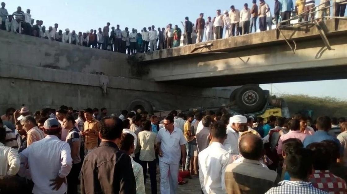 26 человек погибли по дороге на свадьбу