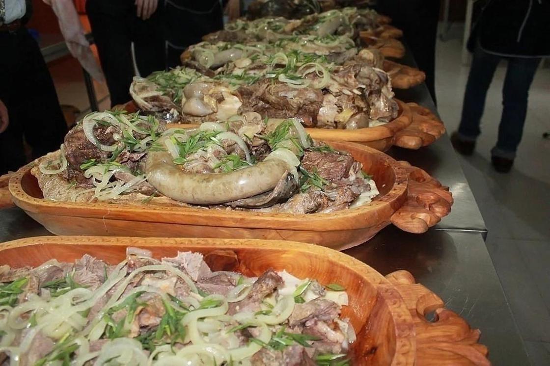 28.03 Скандал из-за мяса разгорелся на тое в Кызылорде