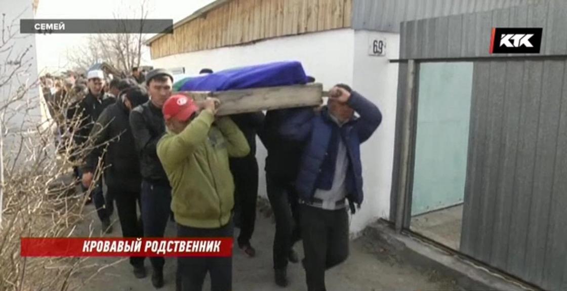 Зверски убитую свекром молодую мать похоронили в Семее
