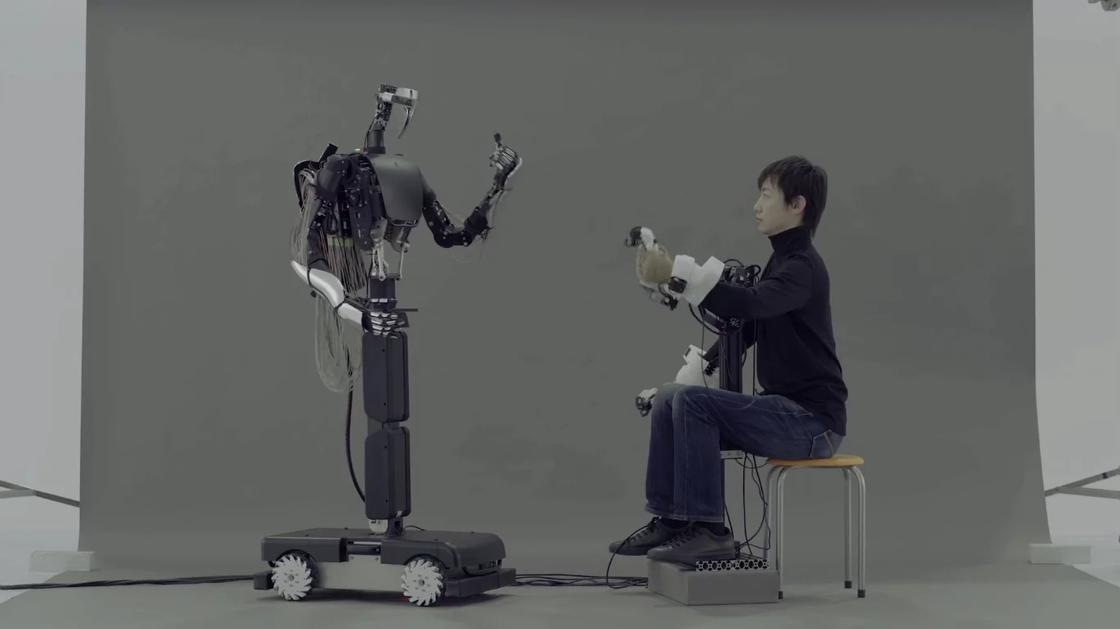Японские инженеры представили жуткого, но перспективного робота-аватара
