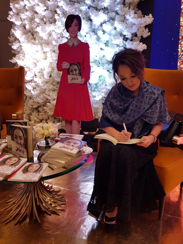 Жазушы емеспін деп ағынан жарылған Ләйлә Сұлтанқызы тағы бір кітаптың тұсауын кесті