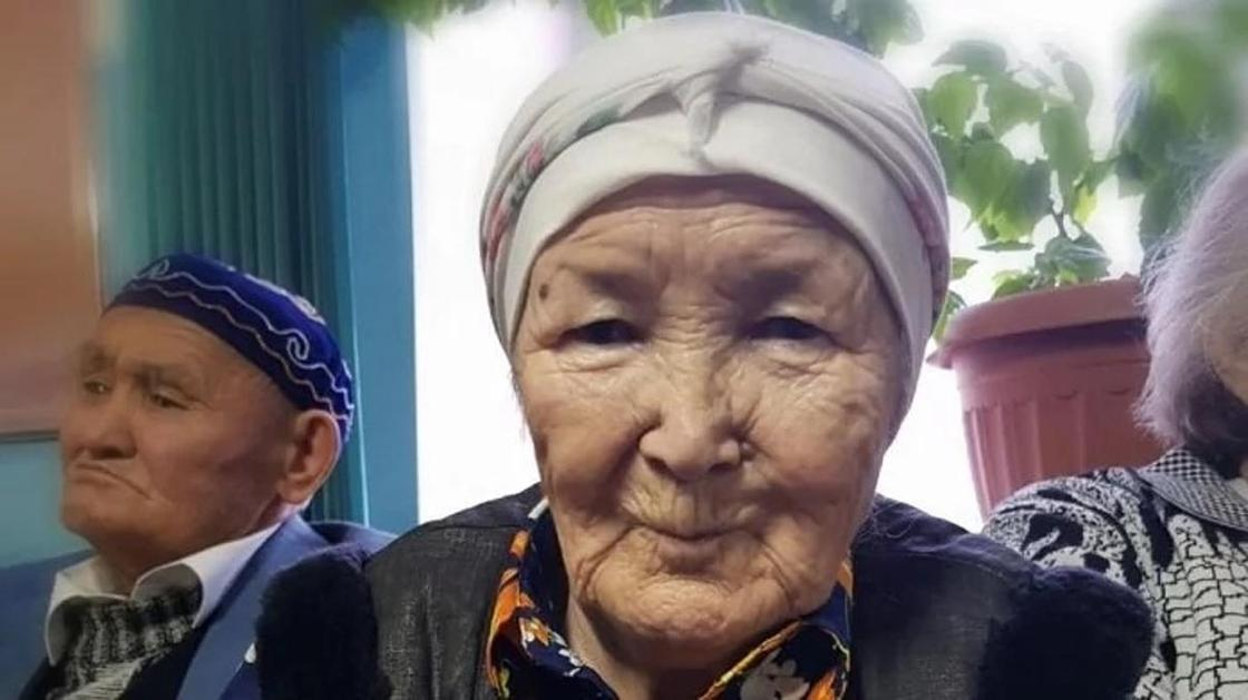 Ақтөбеде қарттар үйінде тұратын 80 жастағы кейуана балаларының несиесін төлеп отыр