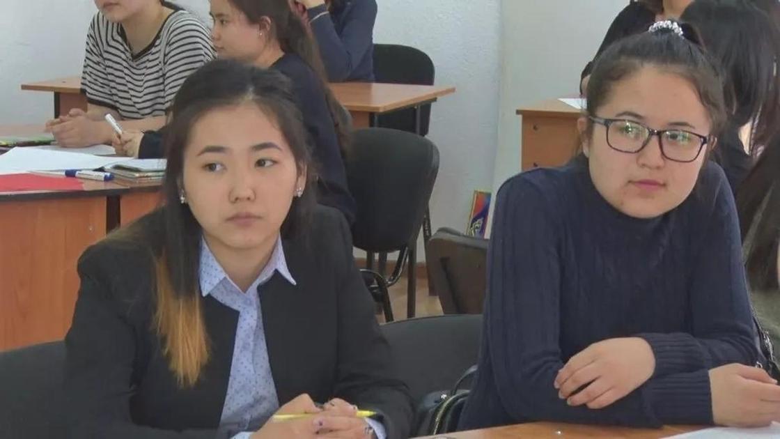 Студентка из Атырау рассказала о том, как получает высшее образование по региональному гранту