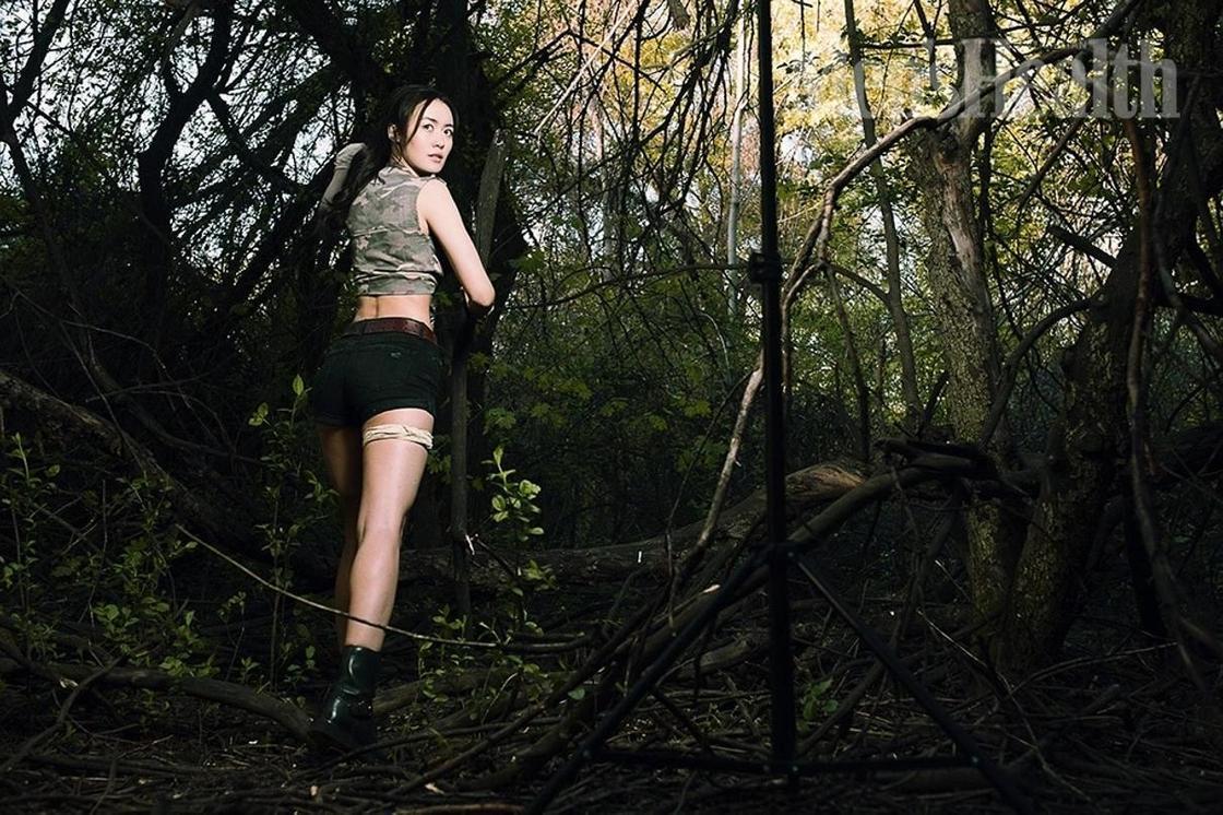 Дина Тасбулатова предстала в образе сексуальной Лары Крофт (фото)