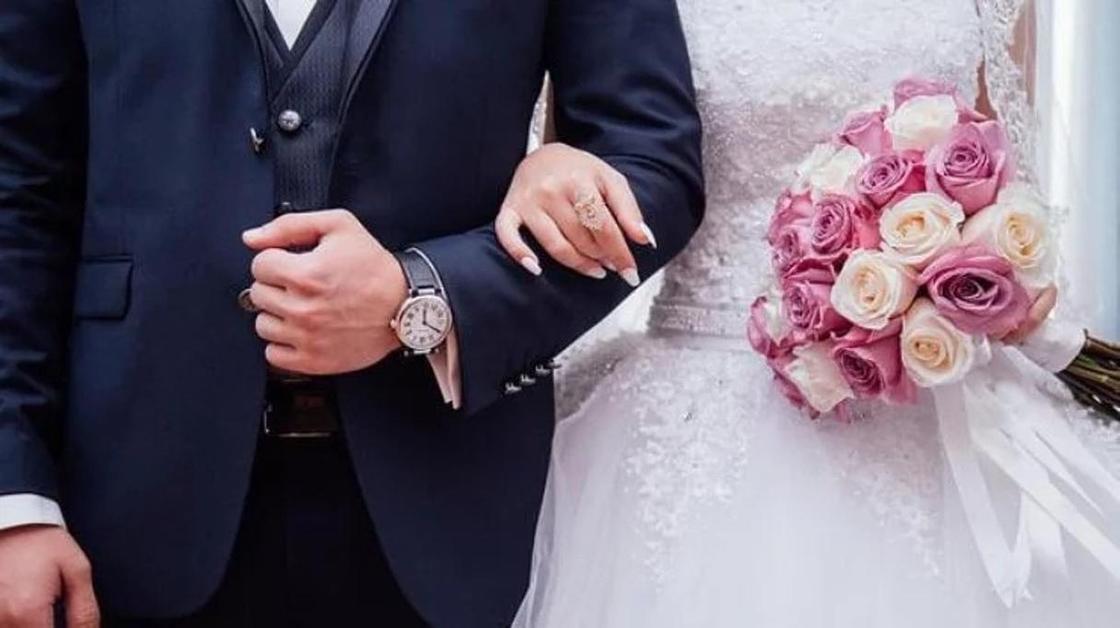 Молодожены развелись через три минуты после церемонии из-за того, что невеста споткнулась