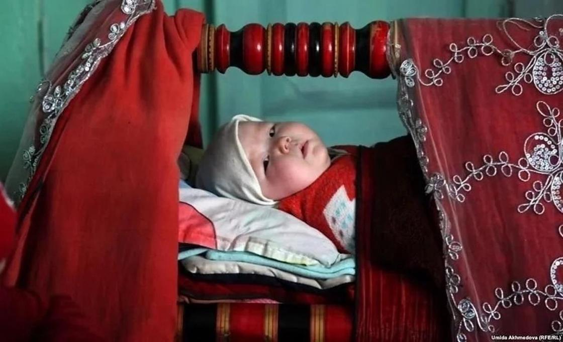 12.04 Кызылординку возмущает, что дети не называют ее мамой