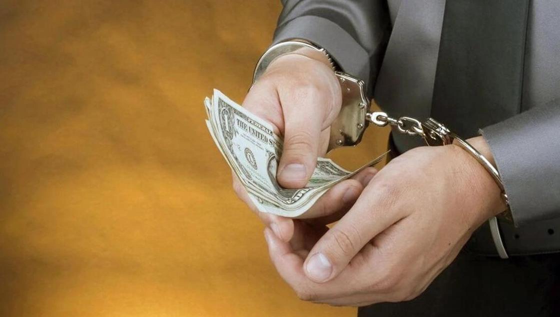 Пытавшегося «подчистить» досье за взятку прокурора осудили в Актюбинской области