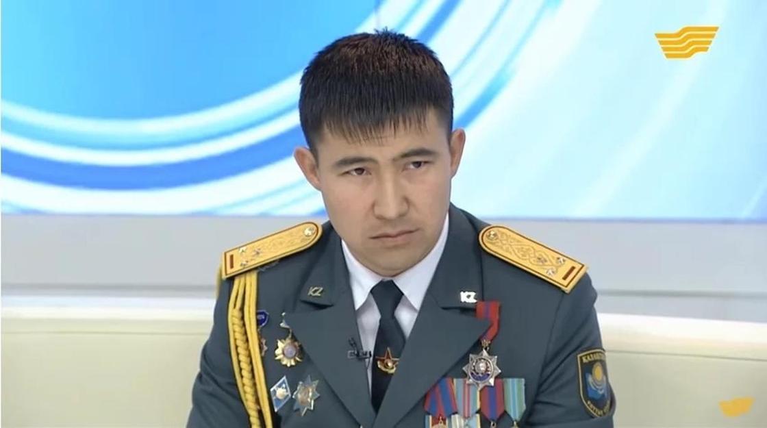 Реальный герой Серик Отарбаев, по подвигу которого сняли фильм