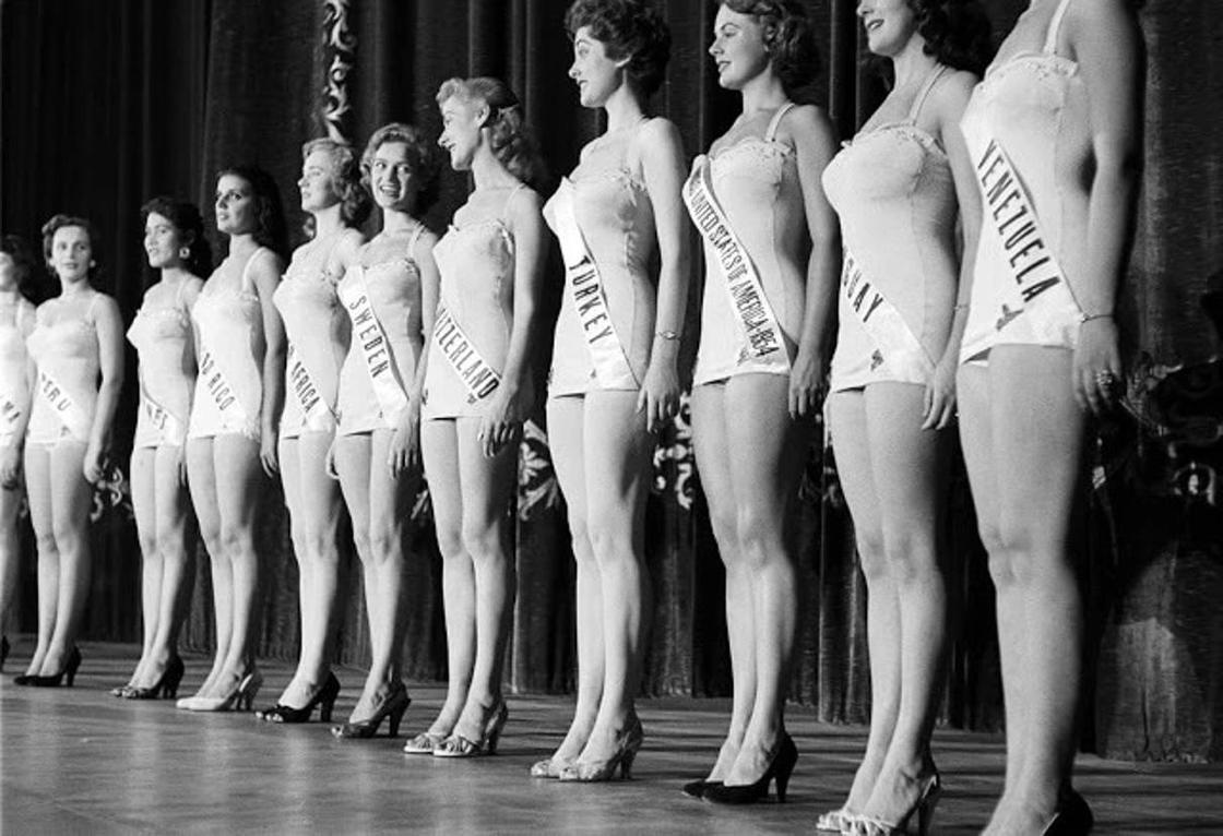 """Что происходило за кулисами """"Мисс Вселенная"""" 50-ых годов"""