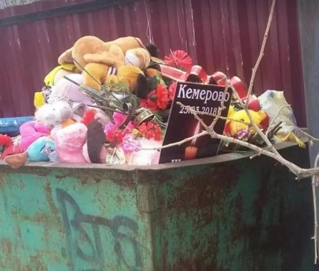 Фото выброшенных в мусорку игрушек в память о Кемерово возмутило пользователей сети