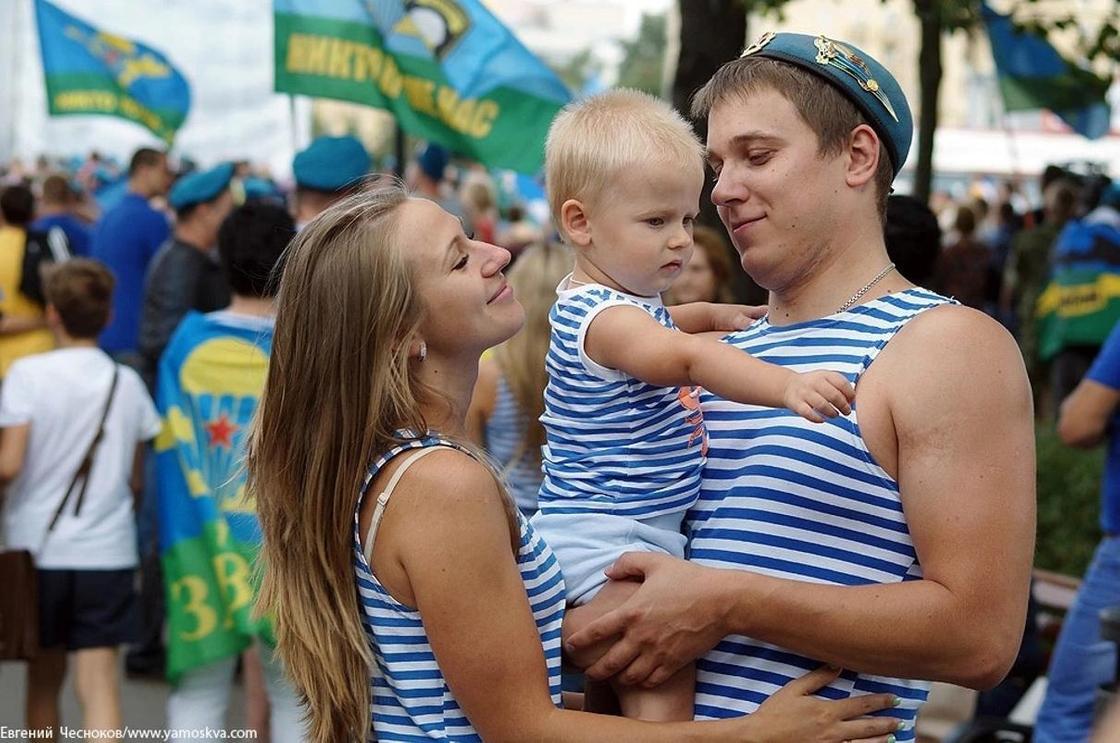 На улицу лучше не выходить: Как в России отмечают день ВДВ
