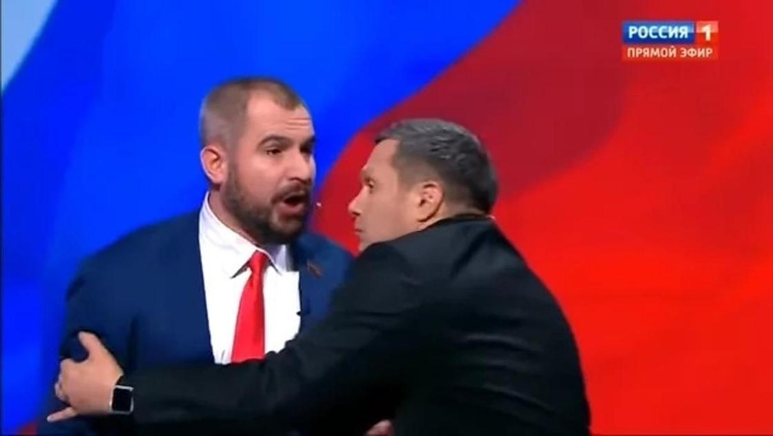 """""""Я тебе челюсть сломаю"""": Кандидат в президенты России чуть не побил журналиста (видео)"""