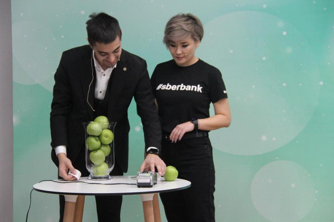 Сбербанк презентовал бесконтактные платежи Apple Pay в Казахстане