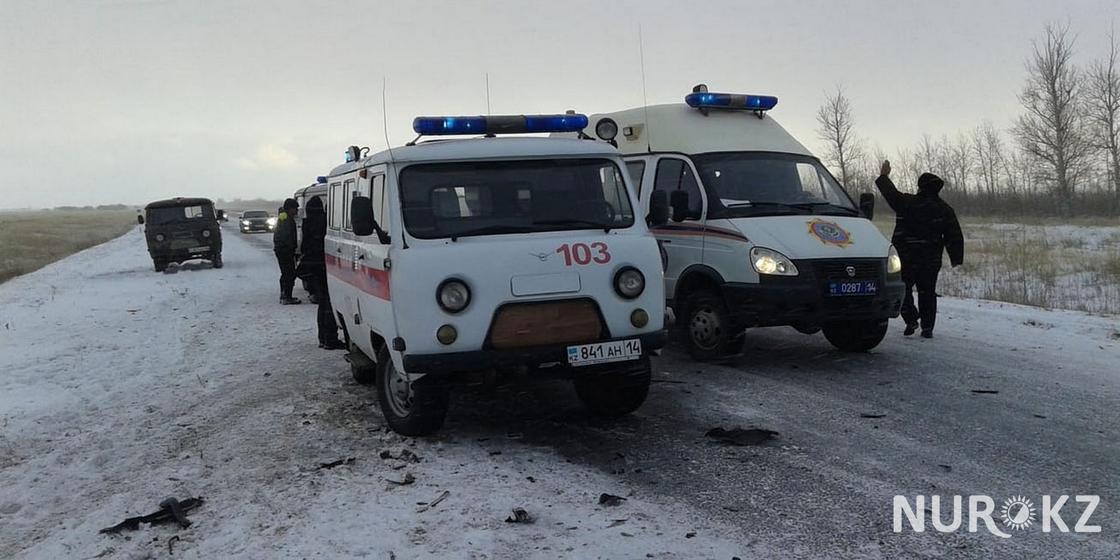 Иномарка вылетела в кювет от столкновения на трассе в Павлодарской области (фото)