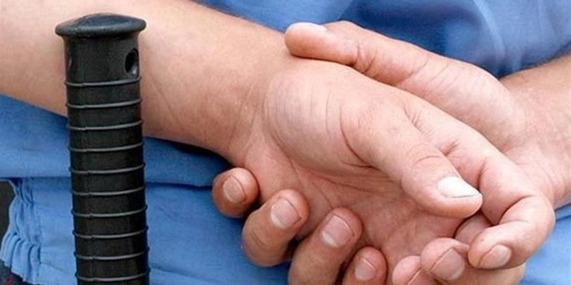 Полицейских обвиняют в избиении жителя Караганды