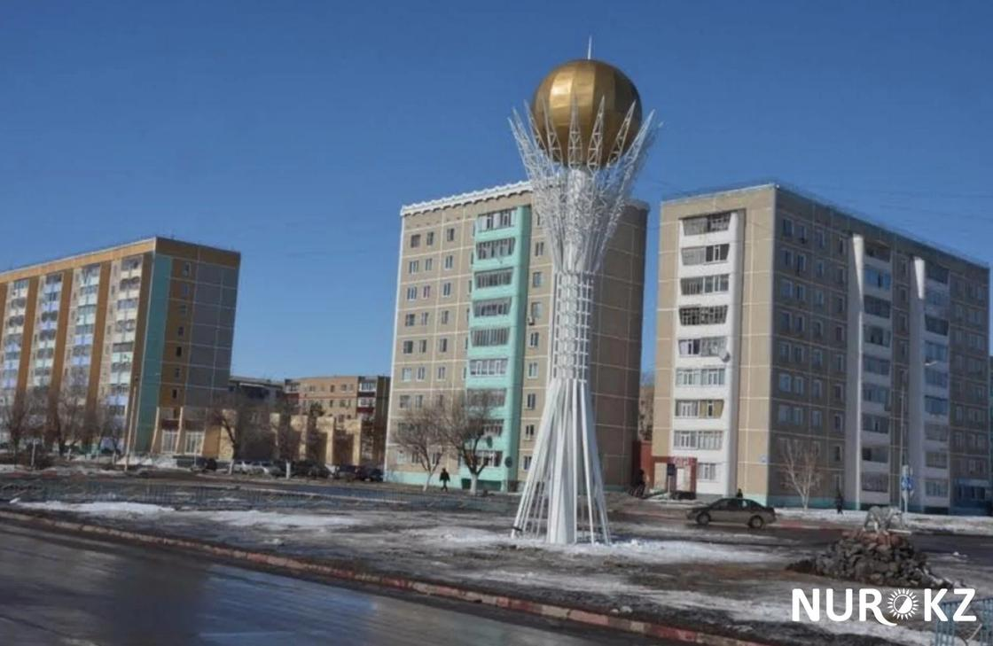 15-метровый Байтерек появился в Лисаковске (фото)