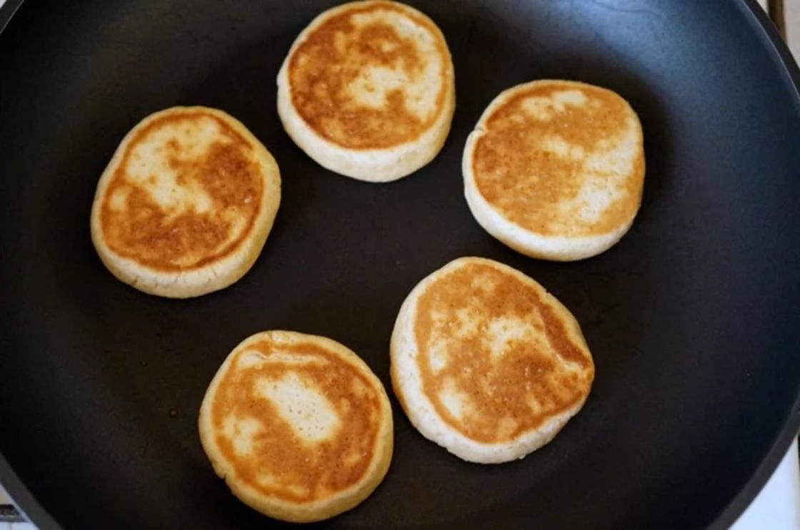Печенье без яиц и молока на сковороде