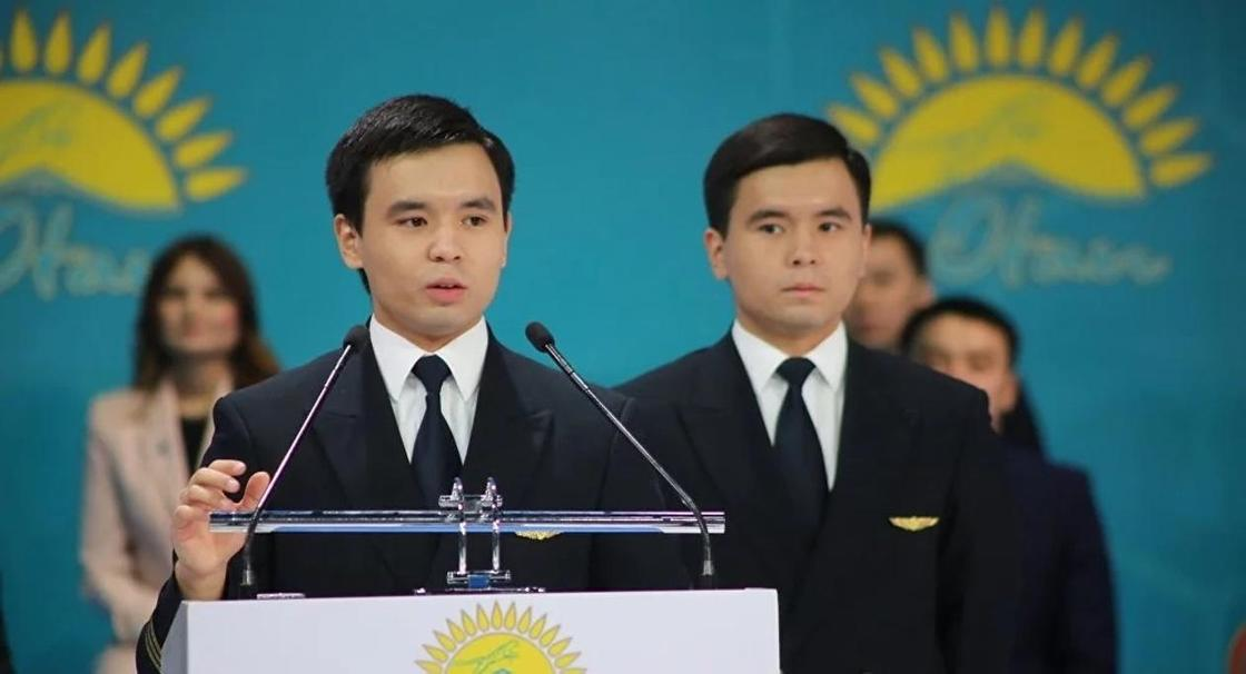 Молодые пилоты-близнецы из «Эйр Астаны» стали звездами форума «Жас Отан» (фото)