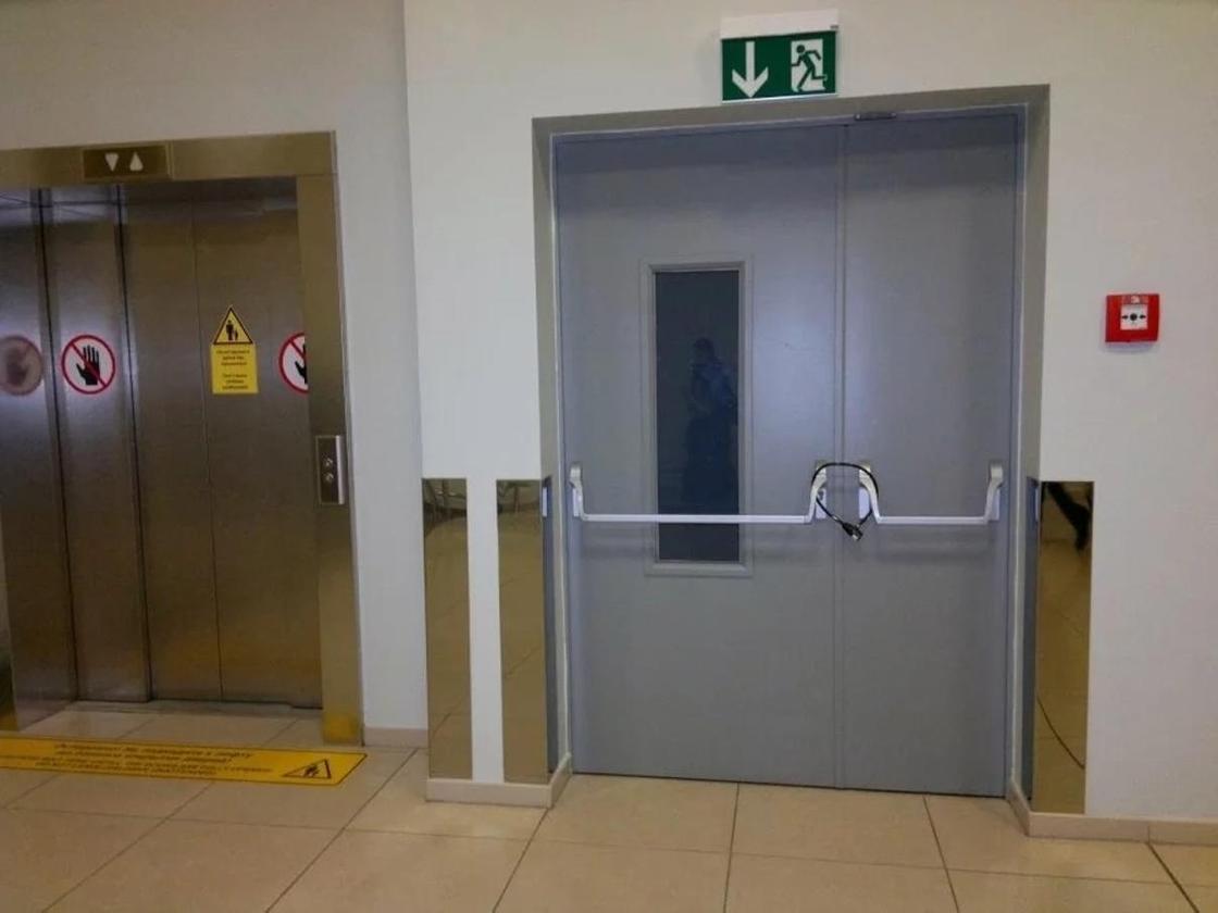 Астанчанам предложили жаловаться на закрытые аварийные двери