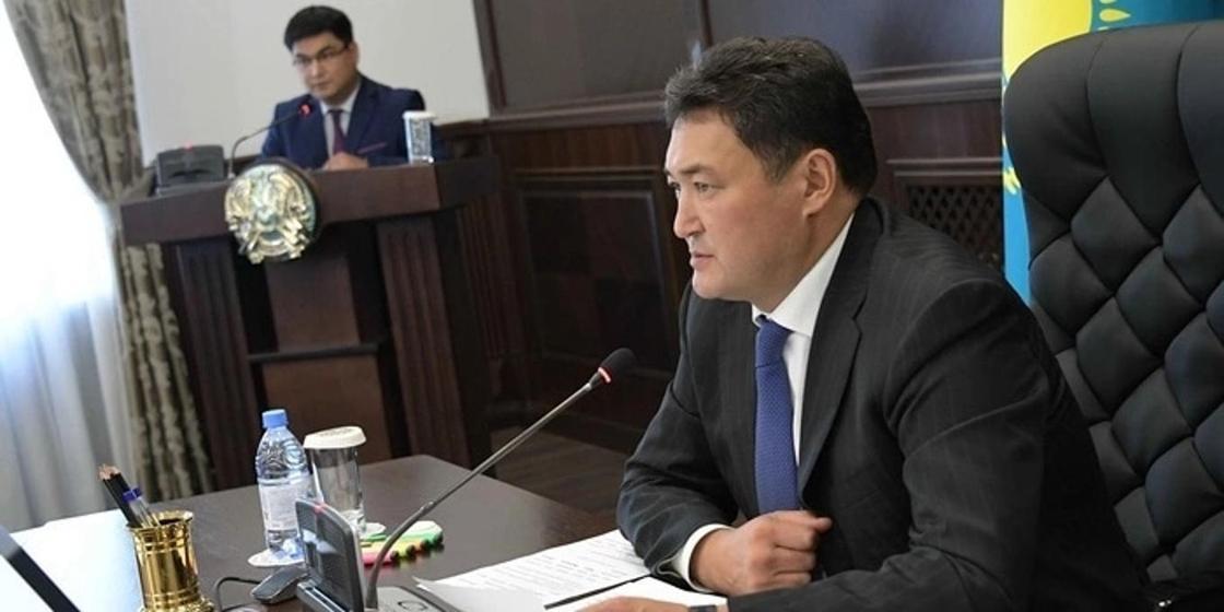 Бакауов намерен повысить зарплату продавщицам и уборщицам