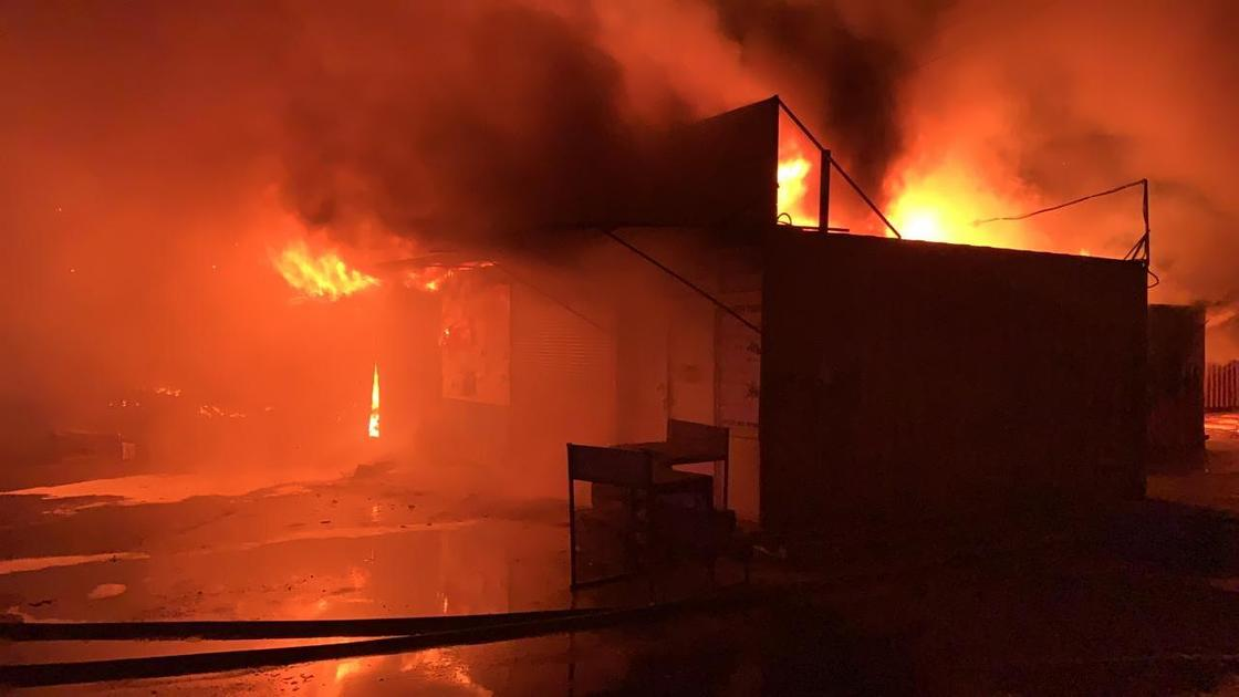 Пожар на рынке в Караганде