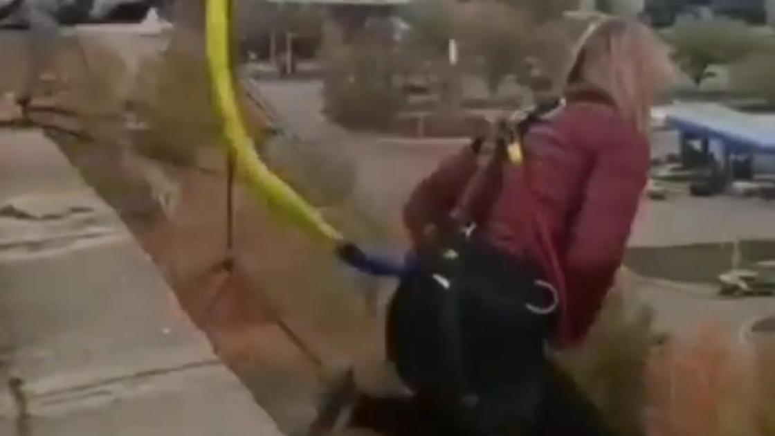 Девушка прыгает с крыши гостиницы