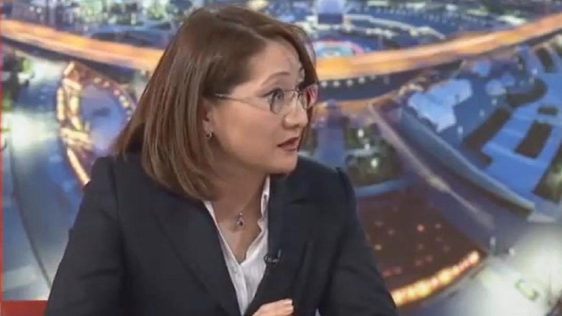Сархат Бейсенова дает интервью