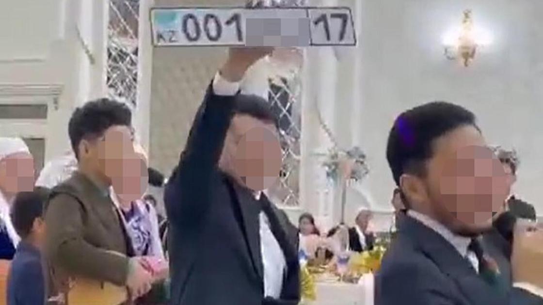 Вип-номер подарили молодоженам на свадьбе в Шымкенте
